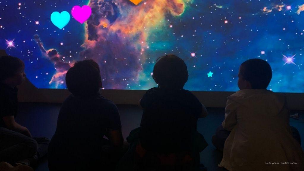 Cosmos, produit Ullo, vu par des enfants